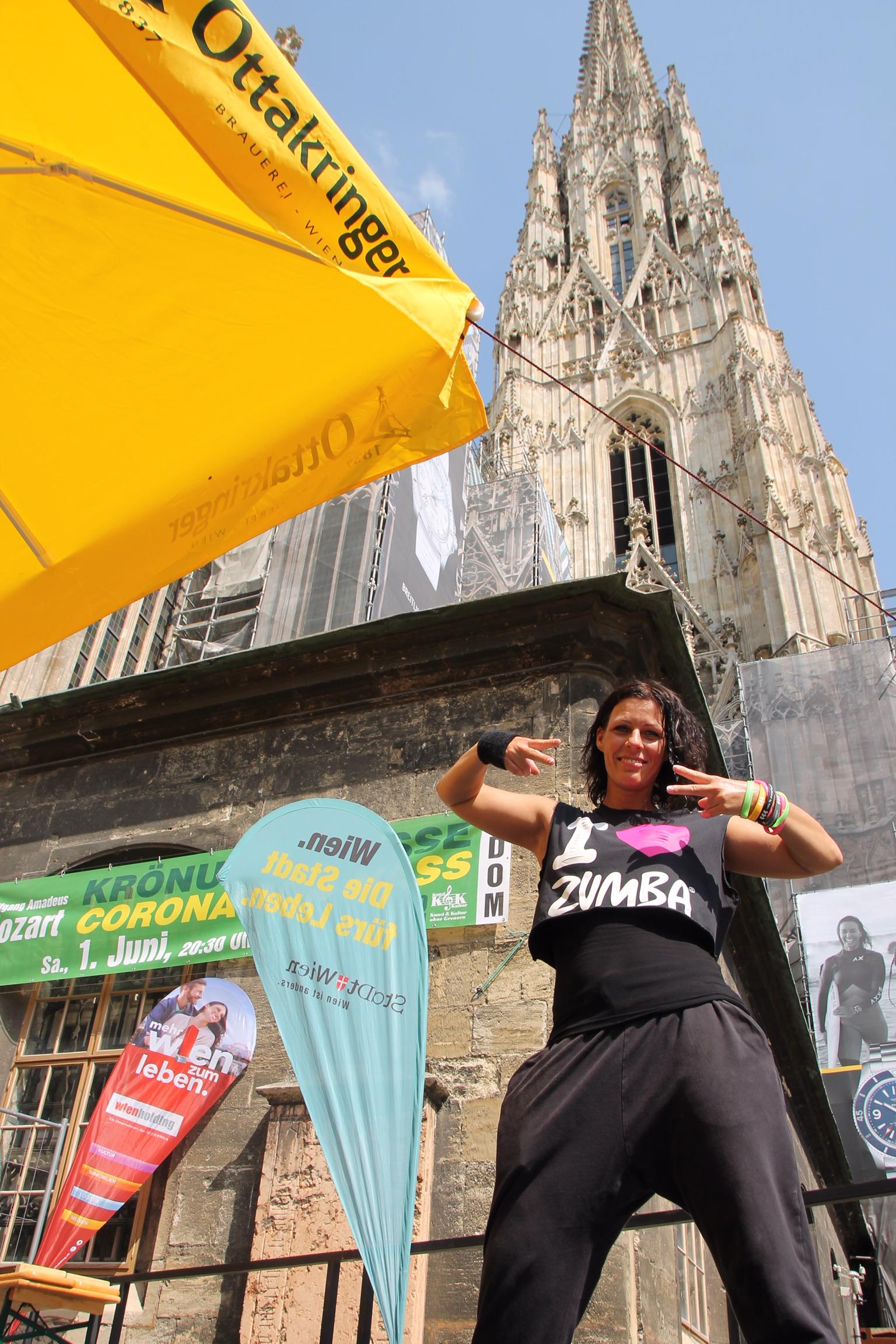 Zumba im Stephansdom Zumba am Kirtag Stephansplatz Manuela Bauer crazy-dance Zumba mit Manu